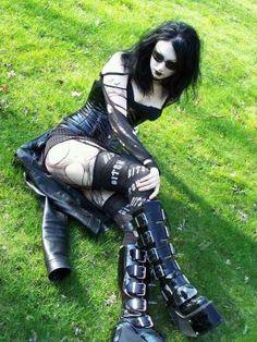 Goth girl chillin.