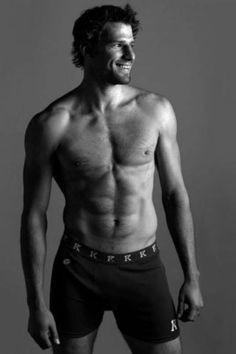 mmmm Kesler... I love Ryan Kesler!!