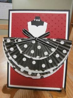 Cupcake Dresses!  Using the Dressed Up Framelits and Cupcake Dresses
