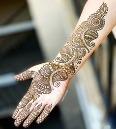 Top Simple Mehndi Designs - Easy-Peasy Yet Beautiful! Back Hand Mehndi Designs, Latest Bridal Mehndi Designs, Full Hand Mehndi Designs, Henna Art Designs, Mehndi Designs 2018, Stylish Mehndi Designs, Mehndi Designs For Beginners, Mehndi Designs For Girls, Wedding Mehndi Designs