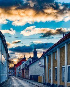 Autumn day in Vadstena Sweden #vadstena #hejöstergötland #nikon #fantastic_earth #amazing_places #bestoftheday #d500 #hdr #clouds #moln #fantastisk #himmel #street #stad #sverige #östergötland #ig_sweden #sweden Finland, Norway, Sweden, Nikon, Countries, Scandinavian, Clouds, Amazing, Instagram Posts