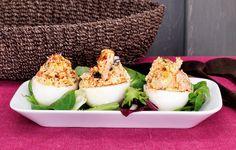 Entrada: Caixas de ovo com salmão e azeitonas