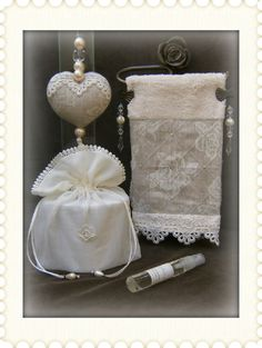 Kit P/ Lavabo 6  Peças Em Linho Shabby Chic Crafts, Shabby Chic Pink, Crochet African Flowers, Doilies Crafts, Bathroom Crafts, Towel Crafts, Embroidered Towels, Craft Wedding, Cheap Gifts