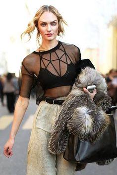 Inspire-se na hora de usar o strappy bra, o top com tiras para todos os lados que virou febre do streetstyle | Chic - Gloria Kalil: Moda, Beleza, Cultura e Comportamento
