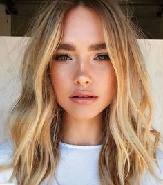 Soft blonde hair waves and natural makeup for beauty inspiration. Beauty Make-up, Beauty Hacks, Hair Beauty, Beauty Tips, Beauty Products, Skin Products, Beauty Care, Makeup Products, Loose Hairstyles