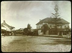 Royal Hotel in Windsor in western Sydney (year unknown). Live In The Now, Back In The Day, Old Photos, Vintage Photos, Thompson Square, Local History, Family History, Australian Homes, Blue Mountain