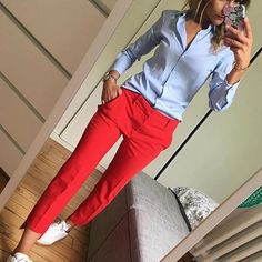 Blue shirt and red pants - fashion beauty - Business Outfits for Work Summer Work Outfits, Casual Work Outfits, Mode Outfits, Work Attire, Work Casual, Spring Outfits, Office Outfits, Casual Pants, Stylish Outfits