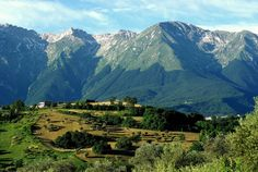 Spectacular mountain scenery in Abruzzo, #Italy #photography