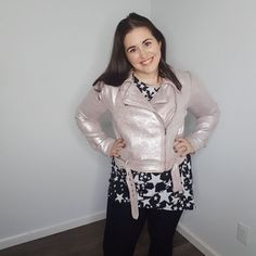 LuLaRoe Moto Jacket | Recently, LuLaRoe released a new jacket. This jacket has been around for a bit, but this is the first time that it will be produced on a large scale. It's a jacket that I'm personally a fan of, so let's get down to it! It's time for me to introduce the LuLaRoe Presley!