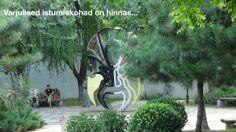 Hiina pargis on palju istumiskohti...
