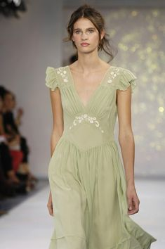 Milan fashion weeks 731623901942633770 - Luisa Beccaria at Milan Fashion Week Spring 2006 – StyleBistro Source by Couture Fashion, Runway Fashion, High Fashion, Fashion Show, Fashion Outfits, Milan Fashion, Fashion Weeks, Pretty Outfits, Pretty Dresses