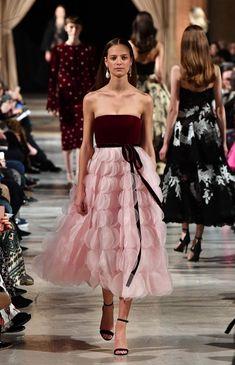 New York Fashion Week: Elizabethan references dominate Oscar de la Renta Fall 2018 show.