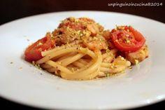 Un pinguino in cucina: Bucatini con gamberi, pomodorini e polvere di pistacchi - Pasta with Prawns, Cherry Tomatoes and Pistachios