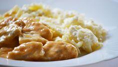 Harcsapaprikás túrós csuszával, megunhatatlan | moksha.hu Hungarian Recipes, Hungarian Food, Macaroni And Cheese, Food And Drink, Keto, Fish, Hungary, Ethnic Recipes, Mac And Cheese