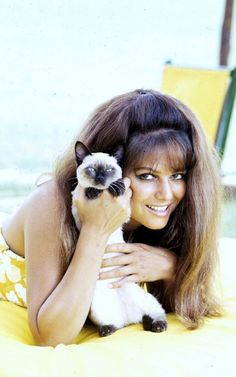 Claudia CARDINALE with Siamese kitten