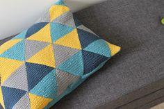 Busters Mors Verden: Work done - pude med hæklede trekanter