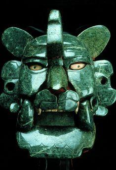 Máscara de jade Zapoteca LPreclásico tardío (200 A.C. - 100 D.C.) Monte Albán, Estado de Oaxaca Jade con incrustaciones de concha 28 x 17.2 cm. Museo Nacional de Antropología, Ciudad de México. Foto © Jorge Pérez de Lara