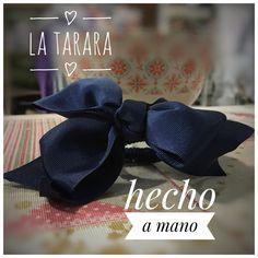 Moña azul hecha a mano de lazo de falla. Hay más colores y tamaños. Se hacen por encargo. Envíos a toda España. #Latarara