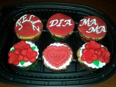 Regalo para el Día de la Madre! Cupcakes de fresa y chocolate, decoradas con fondant.
