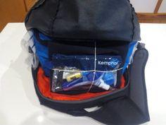 como colocar ropa mochila
