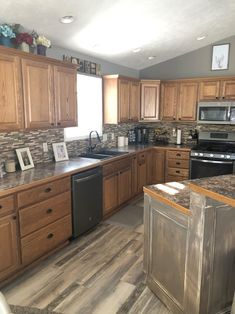 Oak and Wood Cabinets - How do Decide Whether to Stain or Paint I love oak cabinets. I know that of you are cursing your oak cabinets, Home Kitchens, Kitchen Remodel Small, Kitchen Design, Kitchen Flooring, Kitchen Cabinets And Flooring, Oak Kitchen Remodel, Kitchen Redo, Oak Cupboard, Oak Kitchen