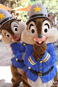 The cutest-- Chip + Dale! http://land.allears.net/blogs/lauragilbreath/2014/10/ready_disneyland_resort_photo_8.html | #Disneyland #ChipAndDale #Chipmunks