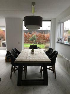 Industriële tafel met een dikke steigerplanken blad en een stalen Trapezium onderstel (22920151452KOPS)