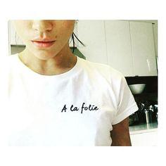 """14:32 => ELLE VA DIRE """"YES""""!  Le 23 octobre Meghan Markle postait une photo où elle portait un tee shirt de la marque @rimearodaky (spécialisée dans les robes de mariées) avec écrit """"À la folie """"... elle rajoutait en titre """"oui. A la folie"""" ( En français svp) Quoi de mieux pour illustrer les fiançailles du jour : celui du Pince Harry et de l'actrice américaine Meghan Markle  Félicitations ! RDV au printemps prochain pour leur mariage !  @meghanmarkle - #LOVE #fiançailles #goodnews #happynews…"""