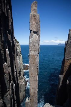 The Totem Pole: quite possibly one of the World's best rock climbing features, 107 kb