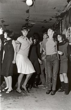 Girls dance at Eel Pie island, copyright Mike Peters Photography