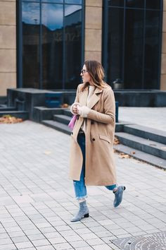 Boyfriend Jeans Outfit mit Camel Mantel und Glitzer-Boots, Fashion Blog, Modeblog, Outfit Blog, Style Diary, Glitzer Boots, Levis 501 CT Outfit, Vila Mantel, GG Marmont pink, whoismocca.com