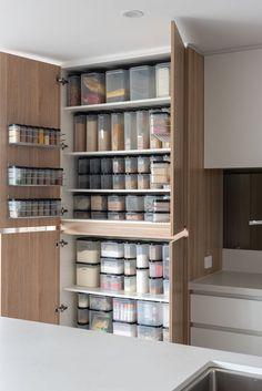 Kitchen Organization Pantry, Kitchen Pantry Cabinets, Home Organisation, Pantry Storage, Kitchen Storage, Tupperware Organizing, Tupperware Storage, Kitchen Dinning, Kitchen Redo