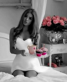 Color Splash Photo, Splash Photography, Coffee Girl, Cute Girl Face, Models, Black And White Colour, Sensual, Color Pop, Marie