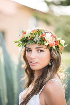 Tropical + Bohemian Florida Wedding Inspiration A bohemian floral crown fit for a queen: www. Bridal Flowers, Flower Bouquet Wedding, Flowers In Hair, Floral Headpiece, Headpiece Wedding, Wedding Crowns, Hair Wedding, Wedding Beach, Dress Wedding