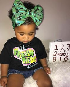 What a gorgeous bow baby girl Cute Mixed Babies, Cute Black Babies, Beautiful Black Babies, Mix Baby Girl, Cute Baby Girl, Cute Little Girls Outfits, Kids Outfits Girls, Cute Kids Fashion, Baby Girl Fashion