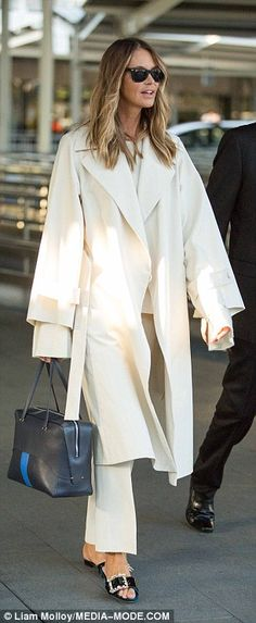 Elle Macpherson touches down in Sydney in chic all-white ensemble | Daily Mail Online