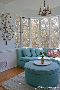Samer's Streamline Moderne Apartment ~~~~aaah would love a window seat like this ^^ Sofa Layout, Streamline Moderne, Home Decor Bedroom, Bedroom Apartment, Apartment Living, Home Decor Inspiration, Decor Ideas, Decorating Ideas, Furniture Inspiration