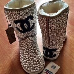 shoes uggs chanel chanel boots pearl uggs pearls ugg boots fashion cute cute boots Source by uggs Boot Bling, Bling Shoes, Shearling Boots, Leather Boots, Uggs, Chanel Boots, Chanel Chanel, Ugg Style Boots, Shoes