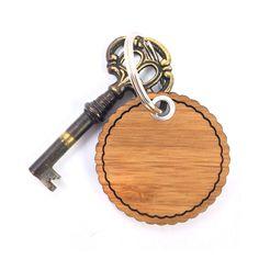 Rundwelle Schlüsselanhänger Feuerwehr aus Bambus  Coffee - Das Original von Mr. & Mrs. Panda.  Ein wunderschöner Schlüsselanhänger aus dem Hause Mr. & Mrs. Panda    Über unser Motiv Feuerwehr  Sie sind immer für uns da, helfen unseren Katzen von den Bäumen, löschen jeden Brand und sind rund um die Uhr erreichbar - unsere freiwillige Feuerwehr.     Verwendete Materialien  Bambus Coffee ist ein sehr schönes Naturholz, welches durch seine außergewöhnliche Holz Optik besticht und sehr edel und…