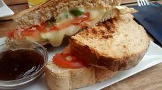Bocadillo caliente de tomate y queso. Tahona Artesanal Gourmet Bilbao.