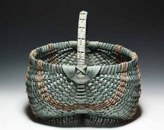 The most traditional of all Appalachian baskets. The ears are a three point lashing or donkey ears, not the more modern Gods eye. It has 36 Basket Weaving Patterns, Red Basket, Market Baskets, All Craft, Decorative Items, Decorative Accents, Old And New, Accent Decor, Wicker