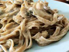 Pasta a la crema de champiñones Fun Pasta, Pasta Bar, Pasta Filo, Kitchen Recipes, Cooking Recipes, Healthy Recipes, Pasta Alfredo Receta, Quinoa, Lunch Snacks