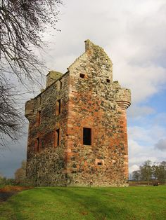 Greenknowe Tower, tower house, west of Gordon, Scotland. Edinburgh, Glasgow, Chateau Medieval, Medieval Castle, Scotland Castles, Scottish Castles, Note Image, Perth, Shetland