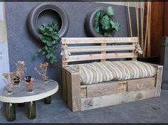 would go well by my gardenia tree Pallet Furniture, Outdoor Furniture, Outdoor Decor, Banquette Palette, Banquette 2 Places, Old Crates, Pallet Creations, Porch Swing, Wood Pallets