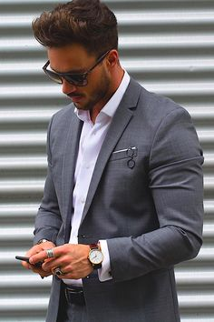 Discover a throwback to a more dapper time with the top 70 best grey suit styles for men. Explore cool stylish combinations from dress shirts to ties. Mens Fashion Suits, Mens Suits, Classy Outfits, Fall Outfits, Style Costume Homme, Grey Suit Men, Gray Suits, Blazer Outfits Men, Mode Costume