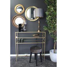 Dark, gold og velvet for the perfect look. Vanity, Velvet, Inspiration, Furniture, Home Decor, Dressing Tables, Biblical Inspiration, Powder Room, Decoration Home