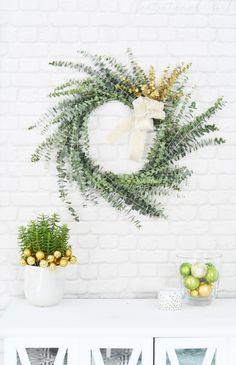 sencilla corona de flores de eucalipto