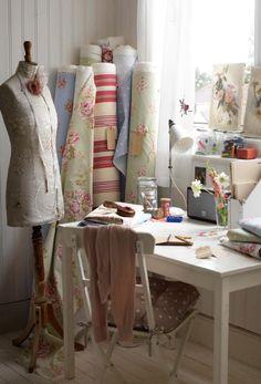 Cuarto de Costura | Sewing room    #sweing #fabric #office #atelier #costura #telas #escritorio #taller #vintage #interiorism #interior #design #interior #decoracion #interiorismo