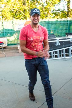 Luke Bryan Performing An Acoustic Set For Citi ThankYou Cardmembers