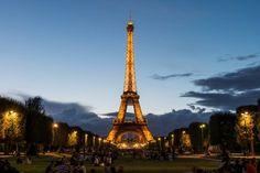 Paris est la capital de l'amour. 🗼 Mais vous, parisiens, êtes-vous romantique ? Vous avez besoin d'un peu d'aide ? Venez lire notre article, on vous donne une astuce infaillible pour ravir votre moitié !🍸💕 #Bars #Romantique #Paris #Couple